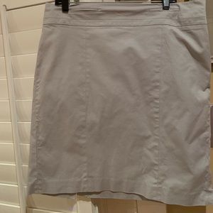Sz 14 Light Gray Loft Skirt w/side zipper.